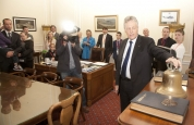 First Minister giving prokick team history lesson