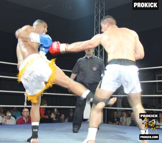 Wamba low kick in Geneva