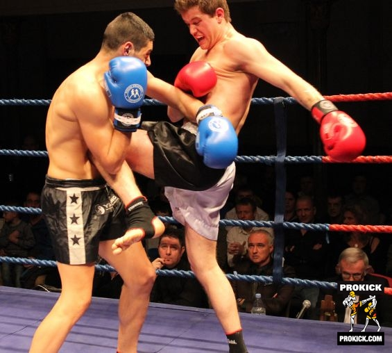 Alex Cioici knee-kicks Spiteri at KICKmas