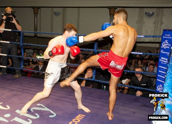 Johnny Smith takes low kick from Zambataro